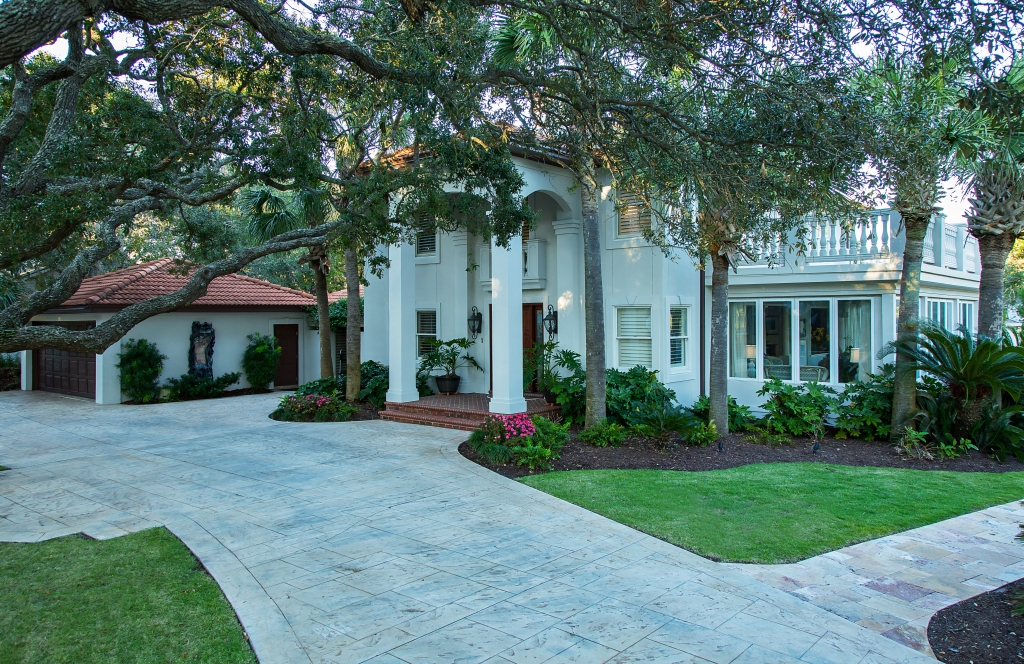 Graceful Grounds: Communing with the natural beauty of the property, landscaping, outdoor areas and even the converted porch make the most of their Golden Mile surrounds.