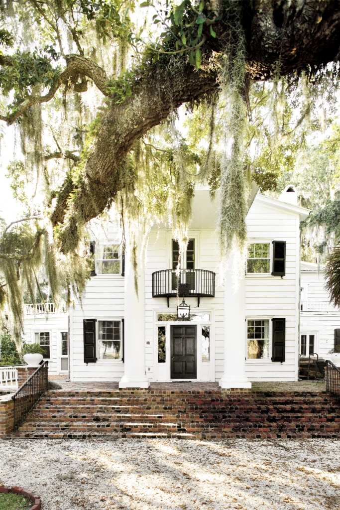 The architecture of Estherville Plantation was originally that of a Gothic Revival cottage. It was drastically altered by one se