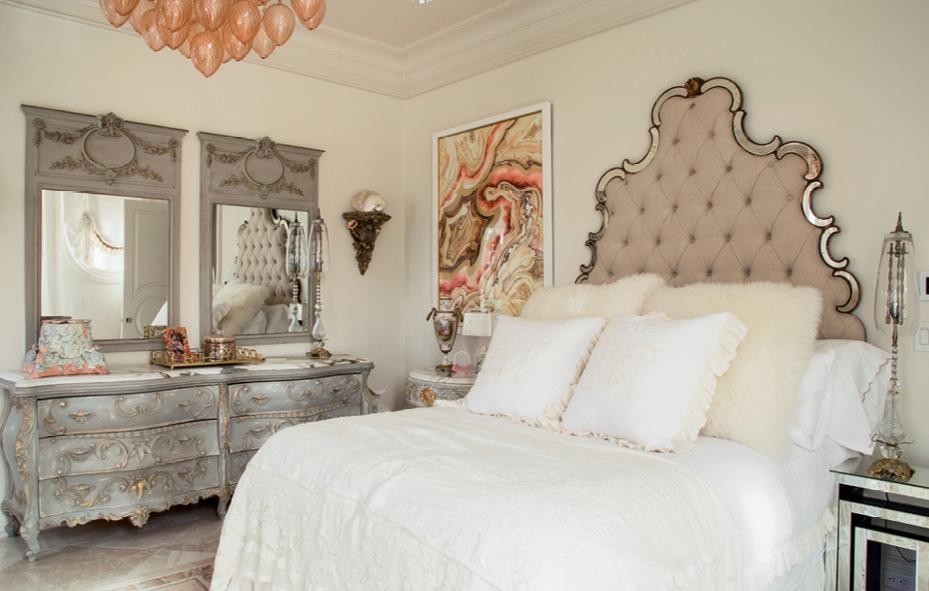 Bedrooms inspire a close up and even the bar and lounge areas incorporate inset beveled mirrors, dramatic lighting and luxe
