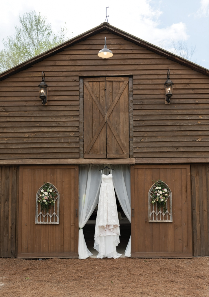 The theme for the day, planned by Make My Day Events, was rustic and whimsical, with a touch of understated elegance.