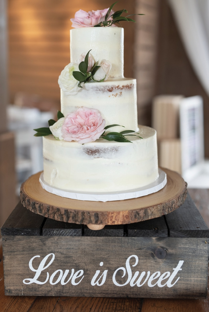 Croissants Bistro & Bakery created the stunning wedding cake with fresh blooms.