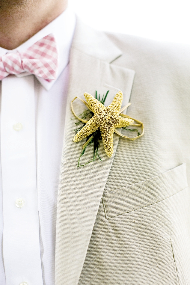 A starfish served as the groom's boutonniere.