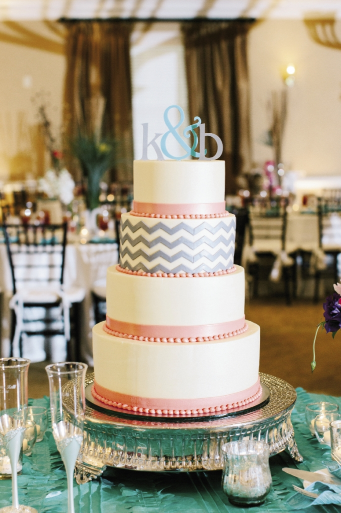 Croissants Bistro & Bakery provided this elegant cake with one tier decorated in a chevron pattern.