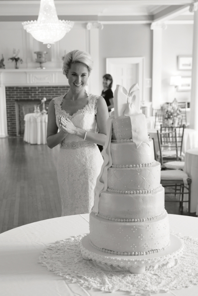 Southern Grace: Alison's multi-tiered cake, iced in a lace pattern, was a near replica of her lace gown.