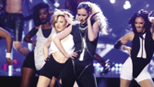 Amanda Davisson dances with Iggy Azalea at the 2015 New Year's Rockin' Eve.