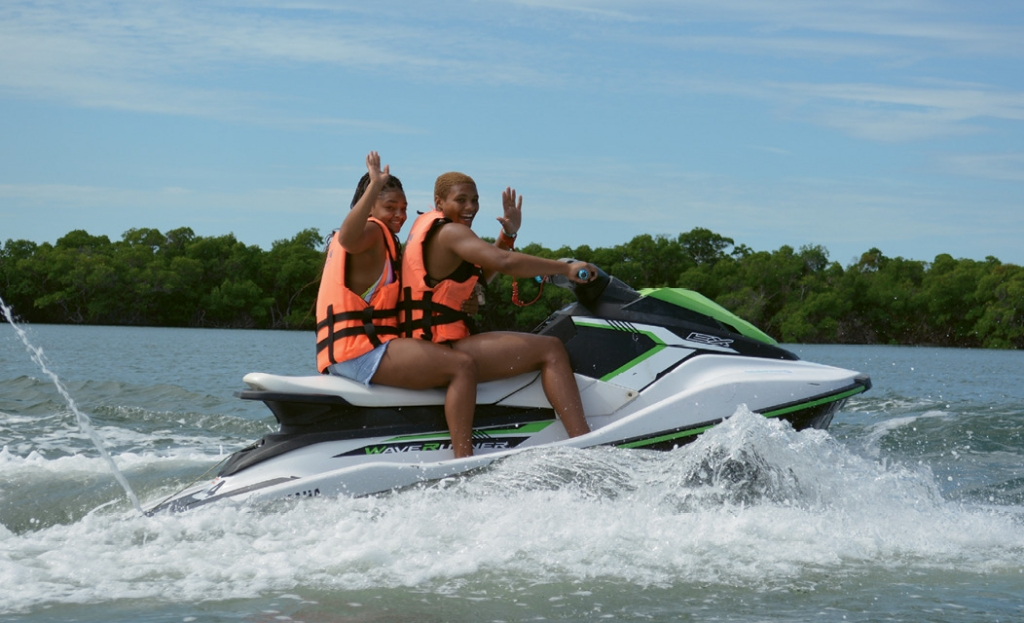 Tiarra Davis and DJ Williams make some serious waves while jet skiing