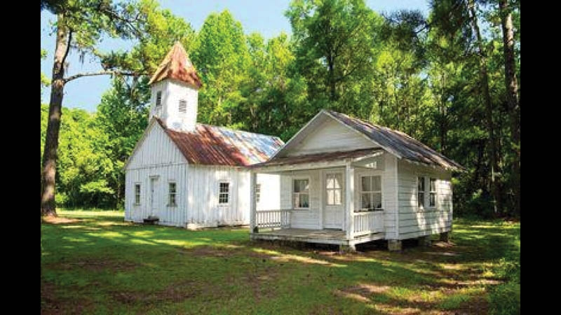The chapel and modest homes of former slaves were occupied well into the 20th century, and the Baruchs took good care of the residents.