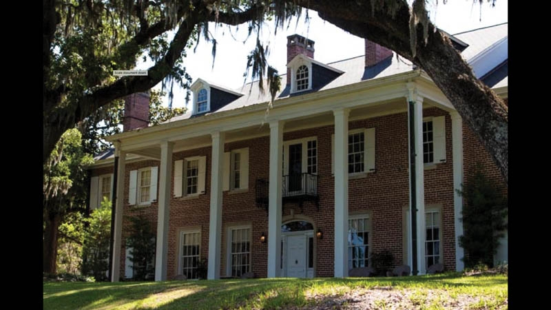 Baruch's stately mansion overlooking Winyah Bay is well-preserved and open for tours.